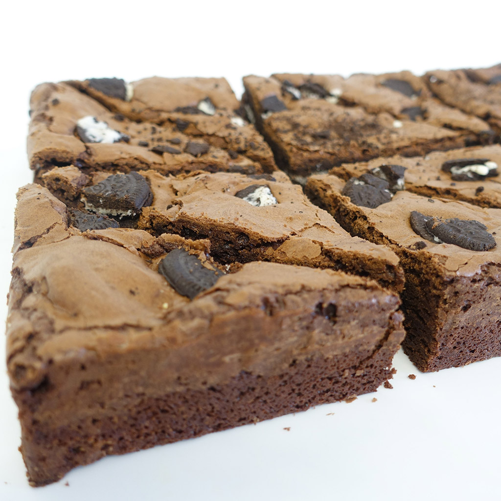 The Little Yellow Patisserie Oreo Brownie (picture of a brownie with oreo chunks)